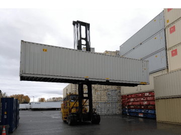 shipping containet loading